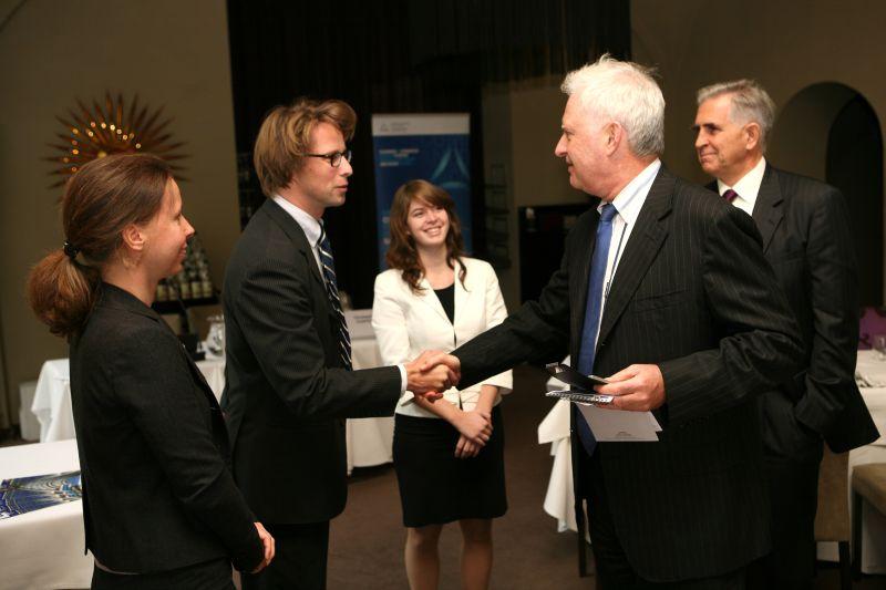 Galerie de photos : Déjeuner-débat avec M. Pierre LELLOUCHE, Secrétaire d'Etat chargé des Affaires européennes